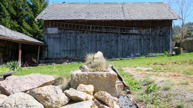 Zahrada + stodola
